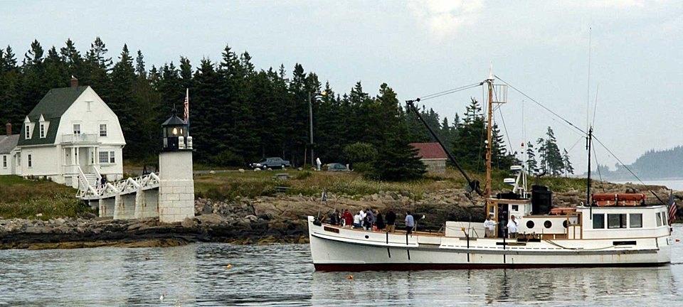 Marshall Point Lighthouse and the Monhegan boat.