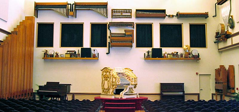 Wurlitzer pipe organ with all its bells and whistles.
