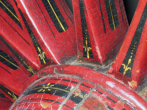 Hand engine wheel decorated with stripes, lines and dots.
